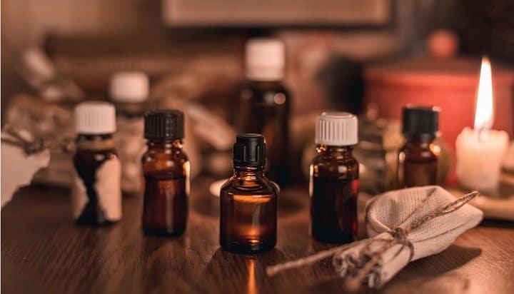 Oli essenziali comuni trovati nell'olio da barba
