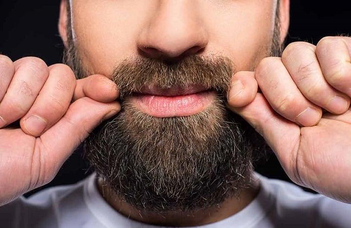 Come tagliare i baffi