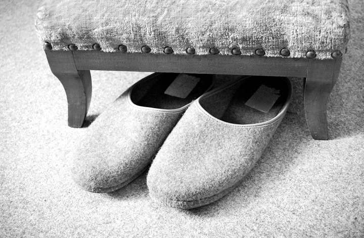 What Features Should the Best Men's House Slippers Have?