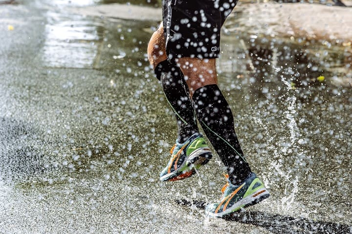 11 Best Waterproof Socks – Keep Your Feet Warm & Dry Always